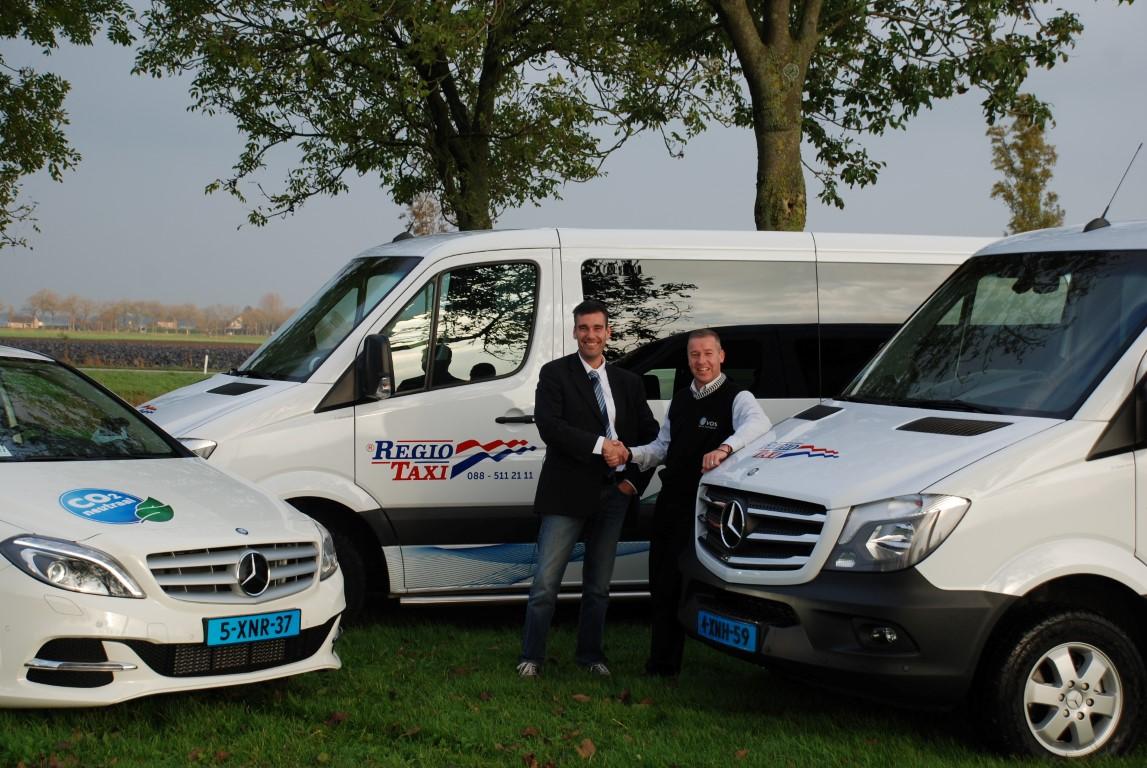 Patrick van der Heijden (links, Regiotaxi) en Jack Vos (rechts, Vos Taxi en Touringcar)