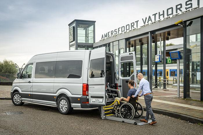 De VW Crafter ombouw met rolstoellift.